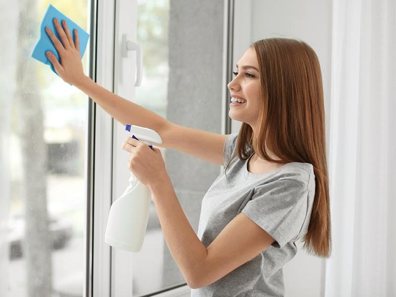 leštění oken a nábytku